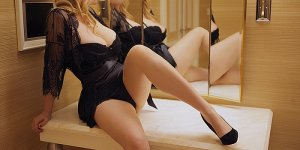 Vesile adult dating in Greenwood SC