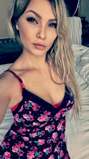 Khadidia adult dating in Kutztown Pennsylvania