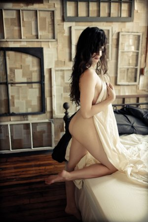 Yannie adult dating in Fargo North Dakota